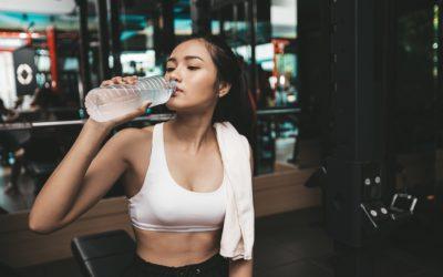 Hydratation : quelle quantité de liquide faut-il boire pendant l'exercice ?